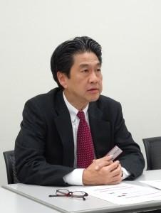 BtoBに特化したビジネスモデルについて説明する川上社長